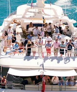 Suivez depuis un yacht les essais libres du jeudi-550 € par pers. 6
