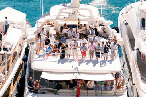 Suivez depuis un yacht les essais libres du jeudi-550 € par pers. 2